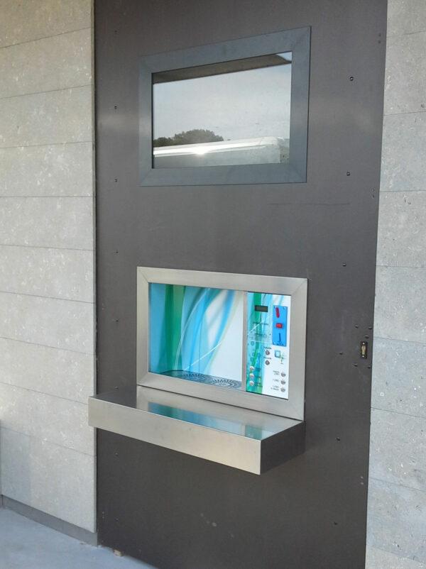 wetap vandautomat indbygget i bygningsfacade